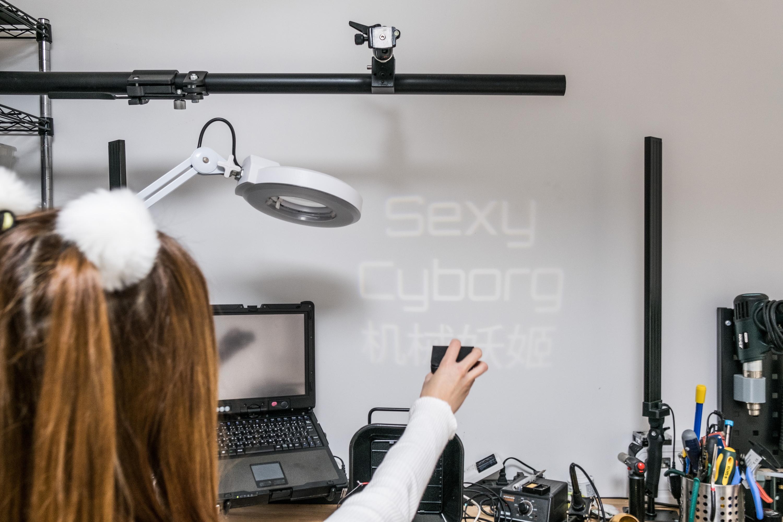 外媒揭秘深圳性感女创客:她为何在美国网上红了的照片 - 4