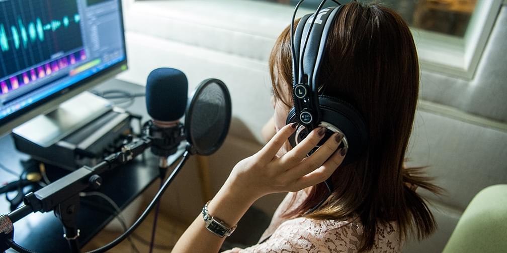 这个神奇的职业,只用声音就能让你骨头都酥掉