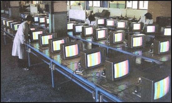 9寸黑白電視機前,千人圍看世界杯,阿根廷初代天王就玩上帝之手