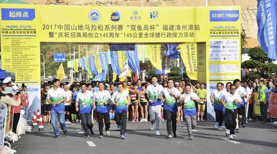 超3000选手体验最美赛道 山地马拉松漳州港站开跑